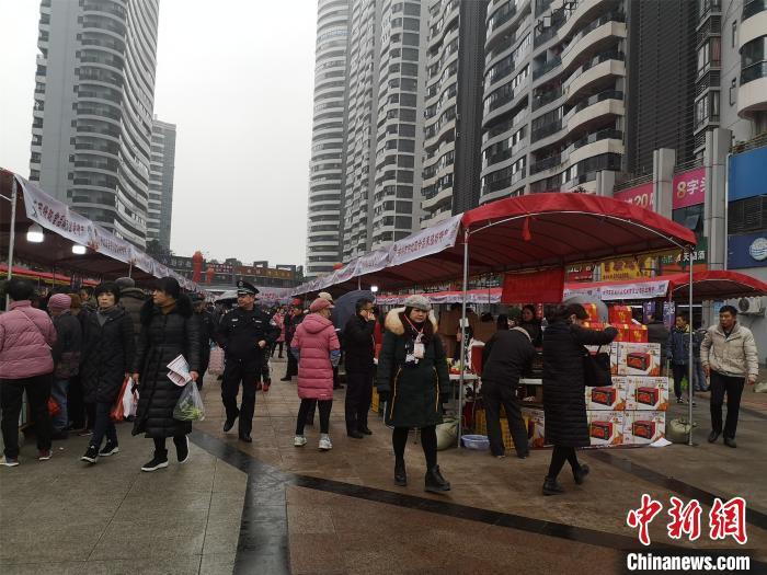 广西柳州贫困村第一书记组团卖年货