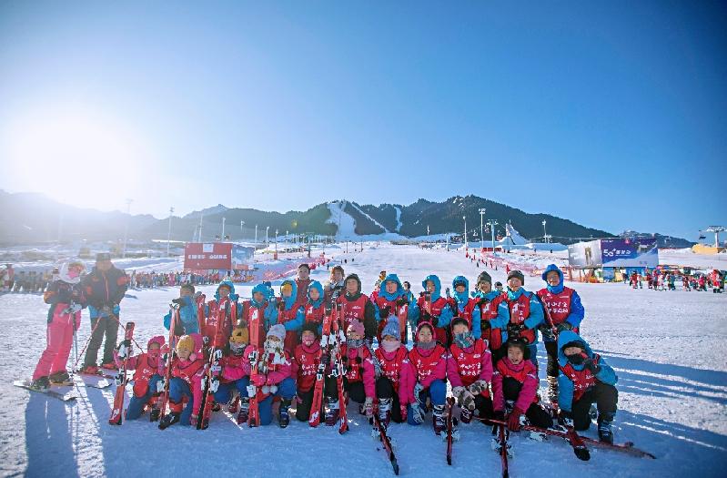 中行新疆分行助力乌鲁木齐冰雪运动进校园活动
