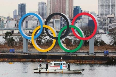 东京奥组委在海上竖立巨大五环标志