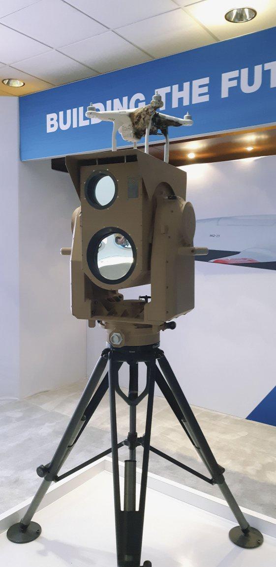 波音公司展示的紧凑激光武器系统光束定向器全尺寸模型(英国《简氏防务周刊》网站)