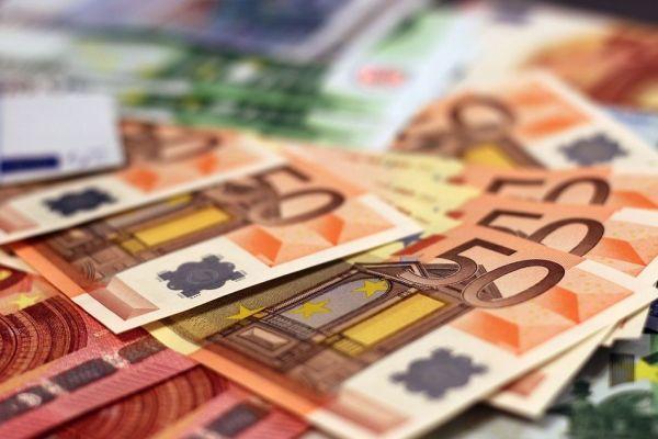 300万欧还不够,意政府要给非法难民更多安置款!民众炸了…