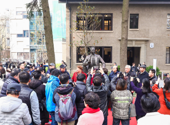 海派京剧大师周信芳诞辰125周年之际,在展厅、剧场和新书中感受他的艺术传奇