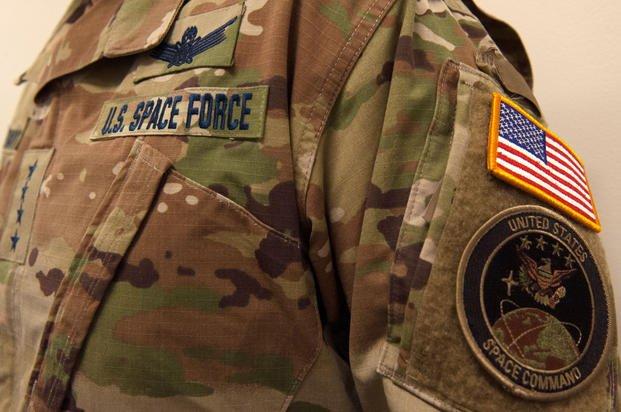 美国太空军制服设计引争议 官方