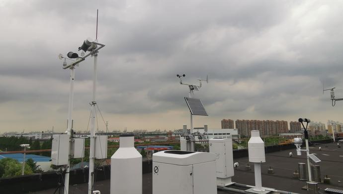 """只有1.55米身高的""""气象新兵"""",驻守进博会观天测云图片"""