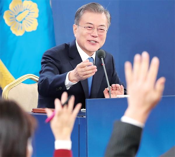 文在寅14日举行新年记者会(韩国《京畿日报》)