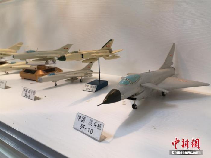 九旬归侨30年制作600架飞机模型 见证中国航空变迁