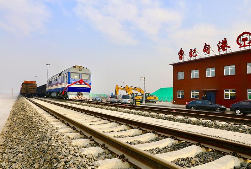 """天津企业施工建设曹妃甸港集装箱铁路全线贯通 助力""""一带一路""""建设"""
