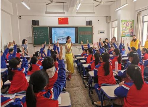 """华侨大学""""丝路之光""""实践团闽南点亮""""中国梦"""""""