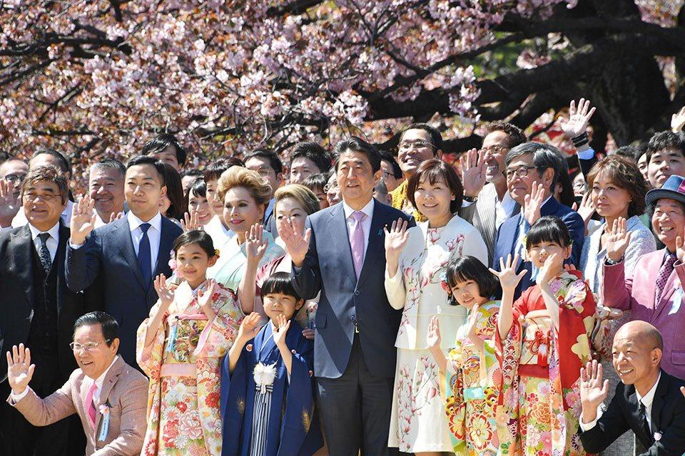 在东京都内举办的赏樱会(资料图)