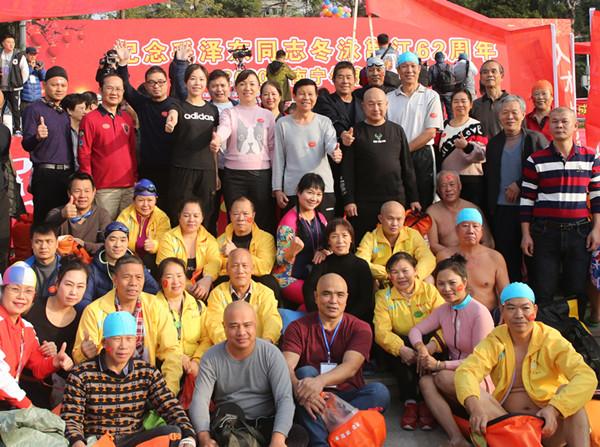 自治区高院组队参加纪念毛泽东同志冬泳62周年活动图片