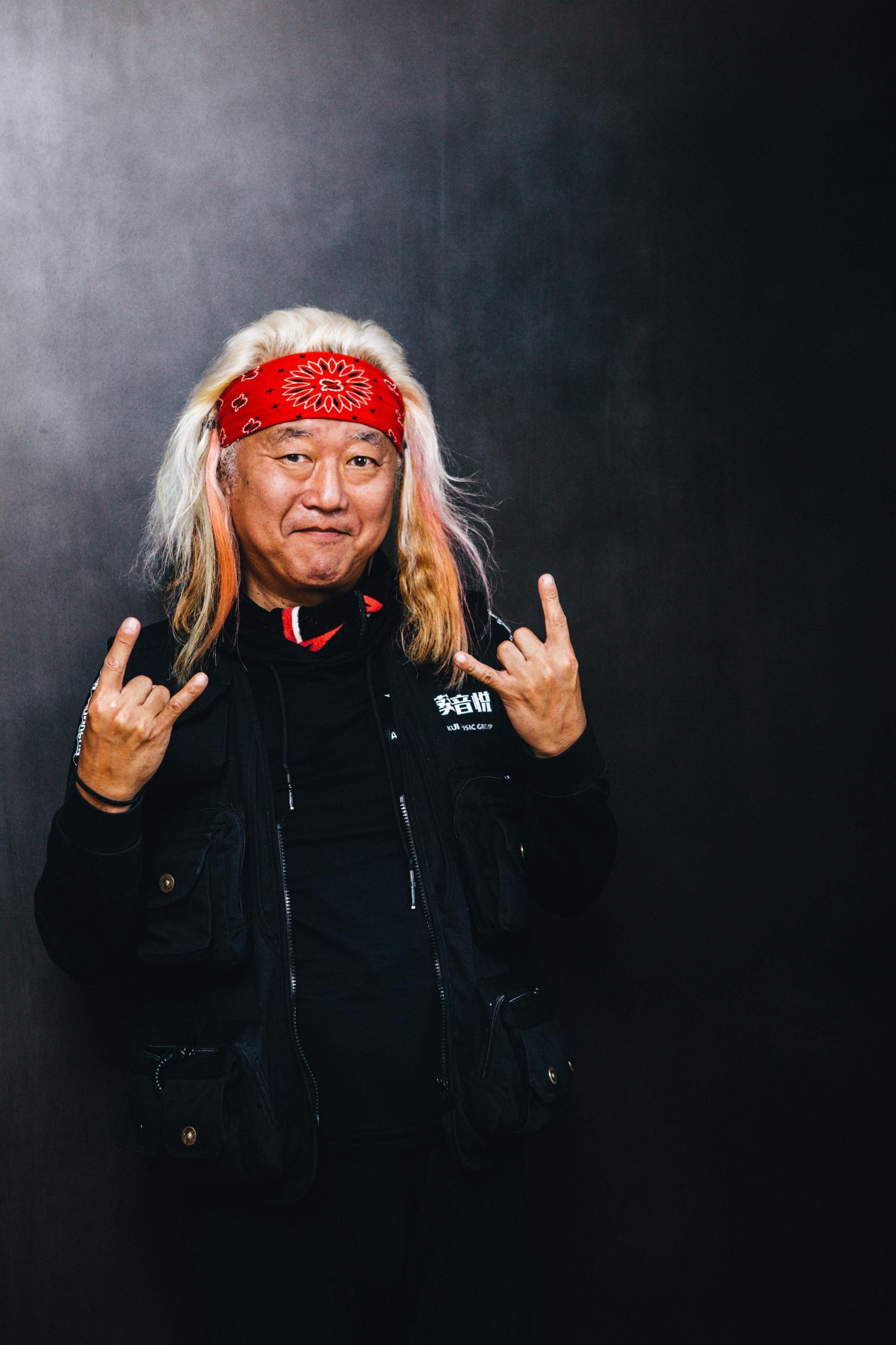 这个日本老头不一般,感谢中国摇滚救了自己图片