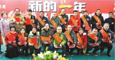 """新年首日9位武汉市民荣获""""终身荣誉奖"""""""