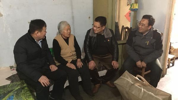 新春走基层|粉莲街社区联合市委宣传部走访困难群众