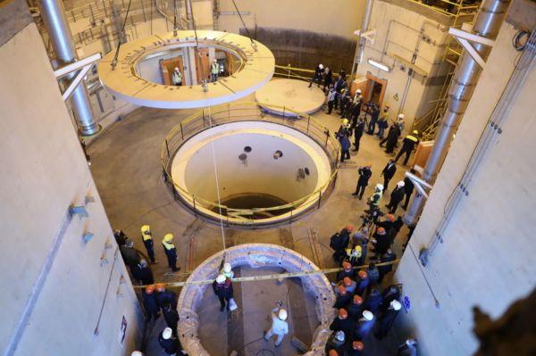资料图片:   国际原子能机构核查人员视察伊朗阿拉克重水反应堆。(国际原子能机构网站)