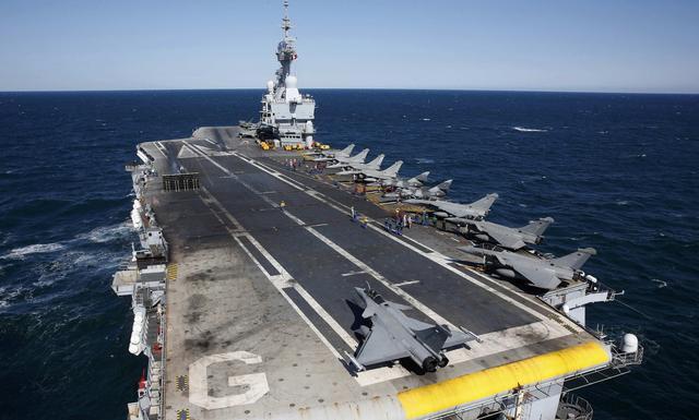 法国核航母部署中东,又一架核轰开始跨洋飞行,克宫:伊朗危险了