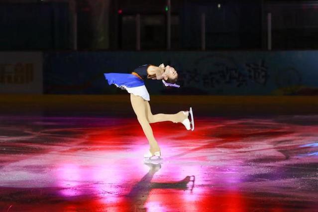 """花样滑冰的跨界艺术表演,""""启迪冰之舞""""新年音乐会举行"""
