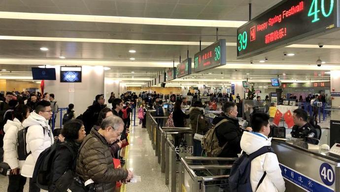上海口岸出入境人数将超90万人次,上海边检全力应对春节假期出入境客流高峰图片