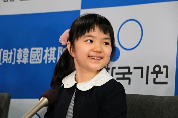 日本10岁围棋天才少女与父亲公开