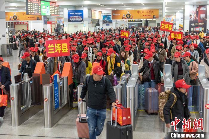 今年春运广铁集团利用铁路运输优势助力脱贫攻坚