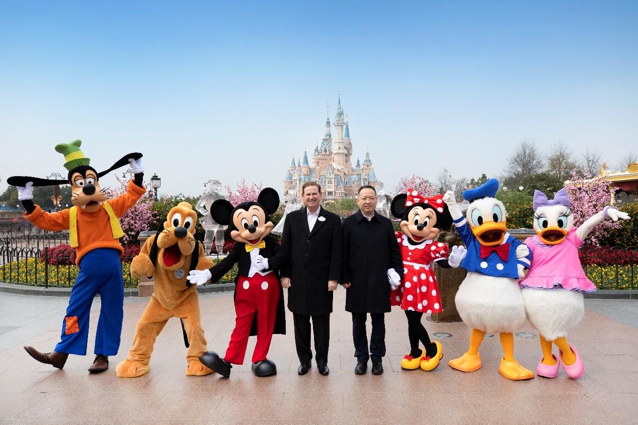 万科与上海迪士尼度假区达成战略联盟