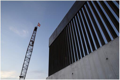特朗普政府建造的边境墙图源:NPR