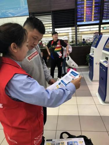 珠海税务志愿者开展春运送温暖减税降费伴你行活动