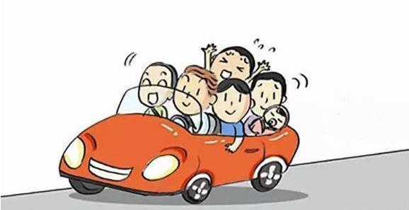 太危险 着急回家过年五座轿车竟挤七人