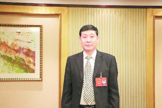 廖华刚代表:推广绿色防控技术保护农田生态系统