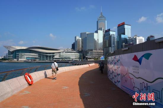暴力冲击致香港旅游业萧条:团客减少 导游转行卖保险