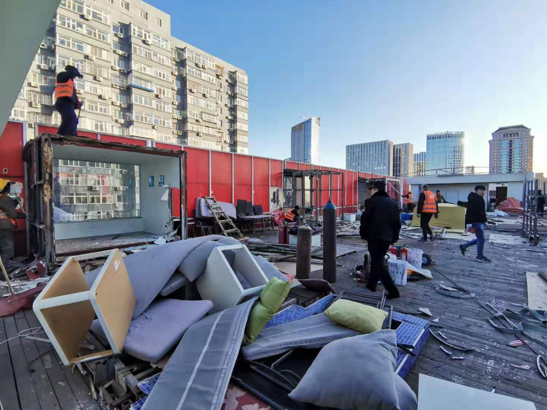 北京三里屯东长安商务酒店顶层违建经城管查处已拆除图片
