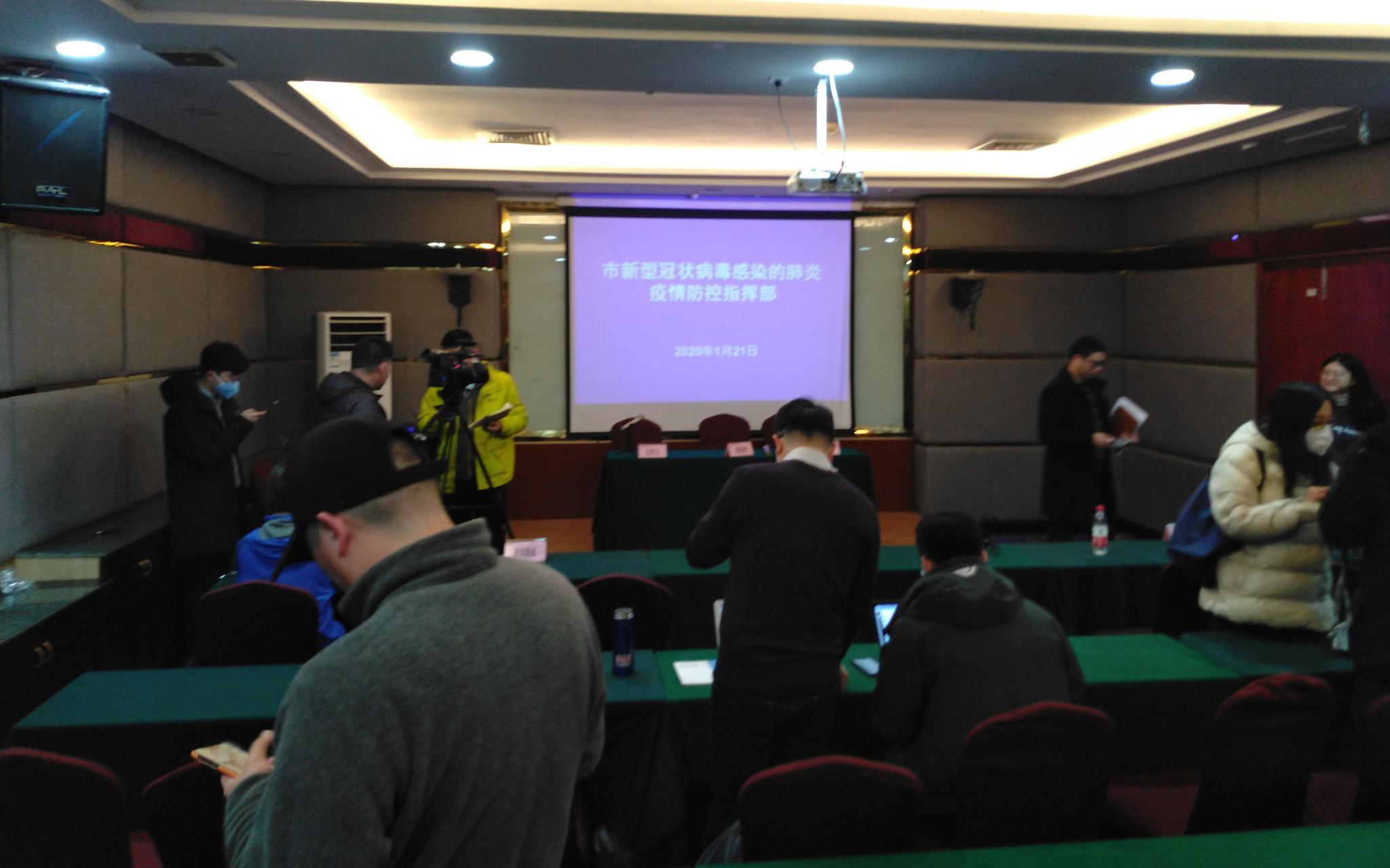 武汉疫情防控指挥部首次发布会:感染患者救治由政府买单图片