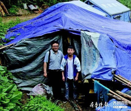 隋刚去贵州看望受资助的学生。(资料片)  受访者供图
