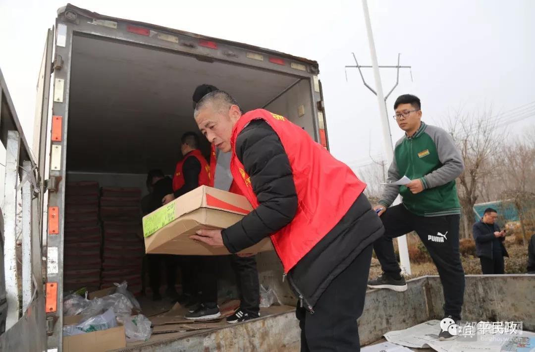 邹平市向8800多名困难群众发放猪肉