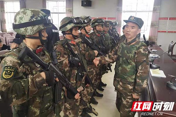 武警张家界支队:高寒山区搜索33小时 成功追捕犯罪嫌疑人