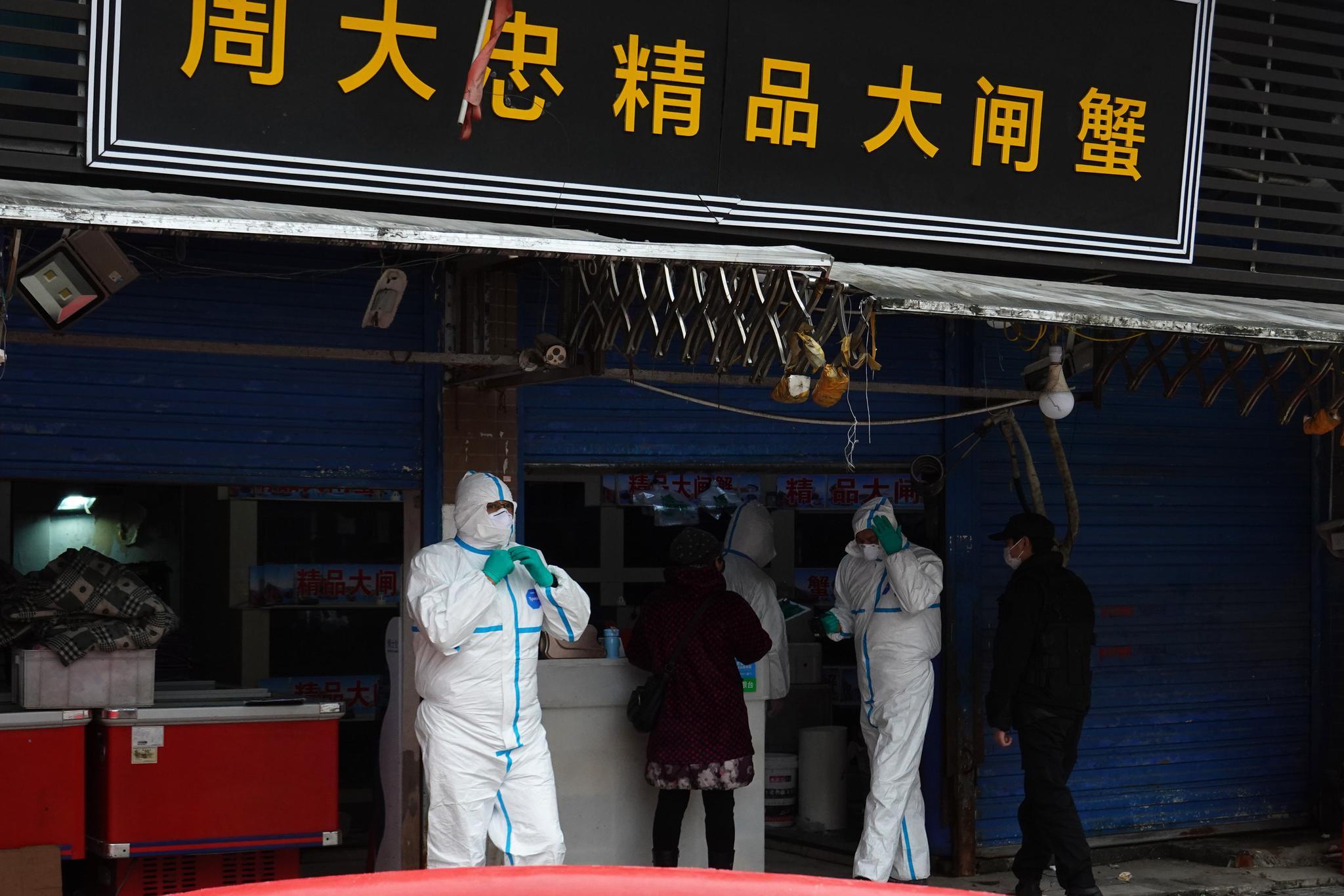 探访华南海鲜市场:有商户聚集现场领取政府补贴图片
