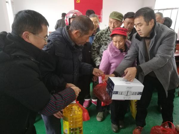 江西省高安市政协联合社会力量开展新春扶贫助困活动