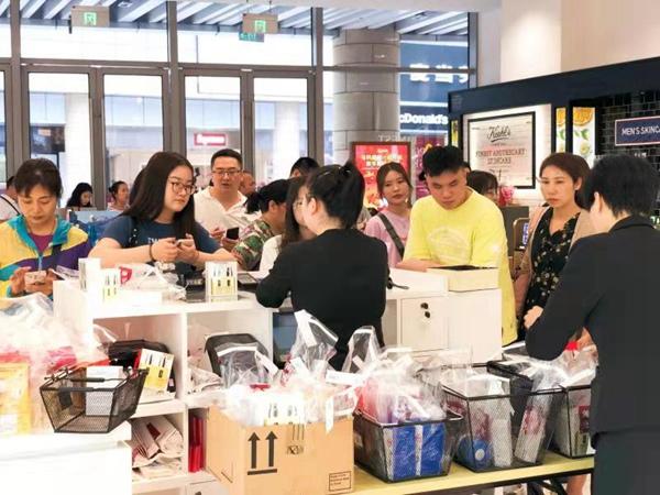 海口日月广场免税店与美兰机场免税店推出新年购物折扣优惠