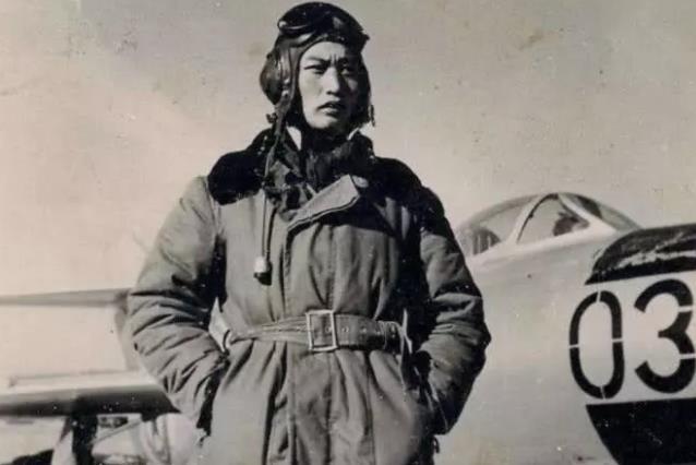 为了让日军俘虏教中国人开飞机,八路军官兵吃高粱,给他吃大米饭
