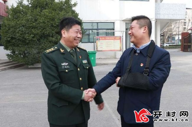 新城办事处班子成员走访慰问辖区部队官兵