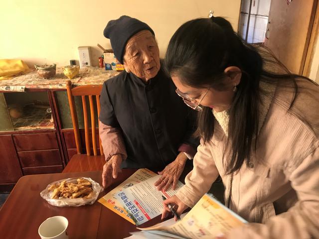 任城区阜桥街道蒋林社区入户宣传安全知识 防止一氧化碳中毒