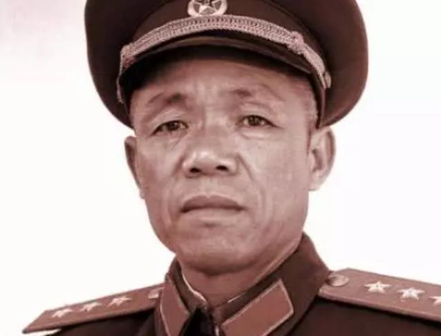 许世友最钦佩的开国上将,他以副职身份指挥正职,歼敌一个师