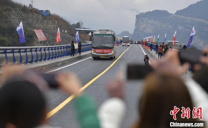 鸡鸣三省大桥建成通车。 刘忠俊 摄