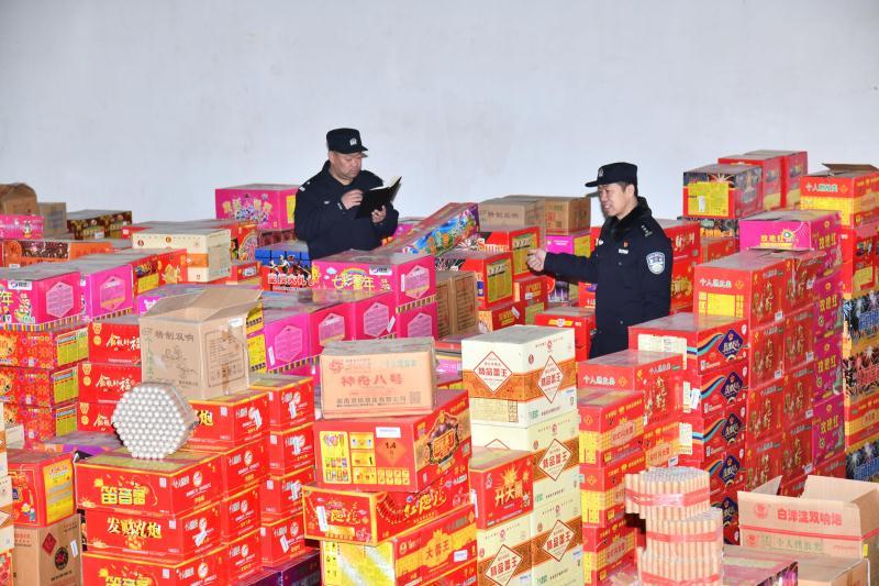 北京警方一举打掉4个非法销售烟花爆竹团伙