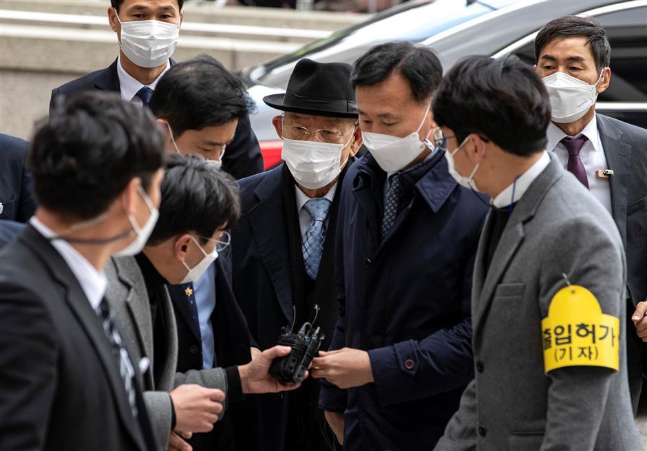 S. Korean ex-leader escapes time in jail