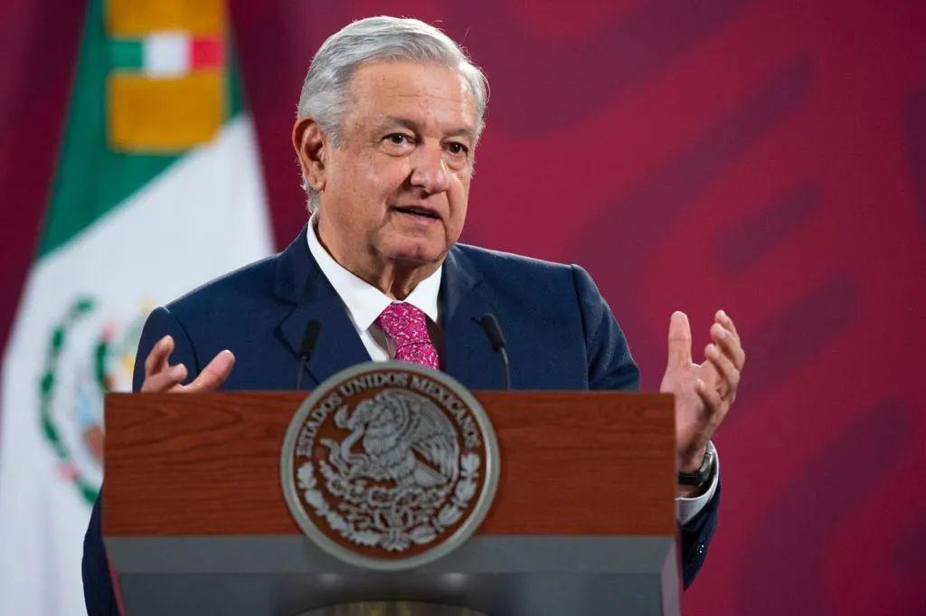 △墨西哥總統洛佩斯12月8日在記者會上