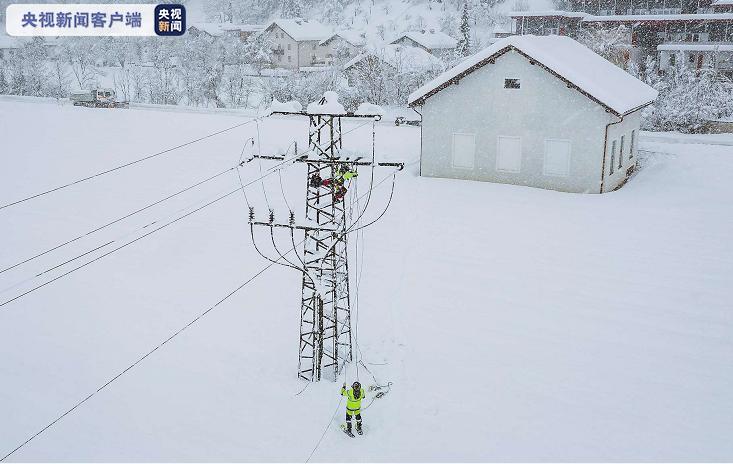 奥地利多州连续降雪 造成上万户家庭停电