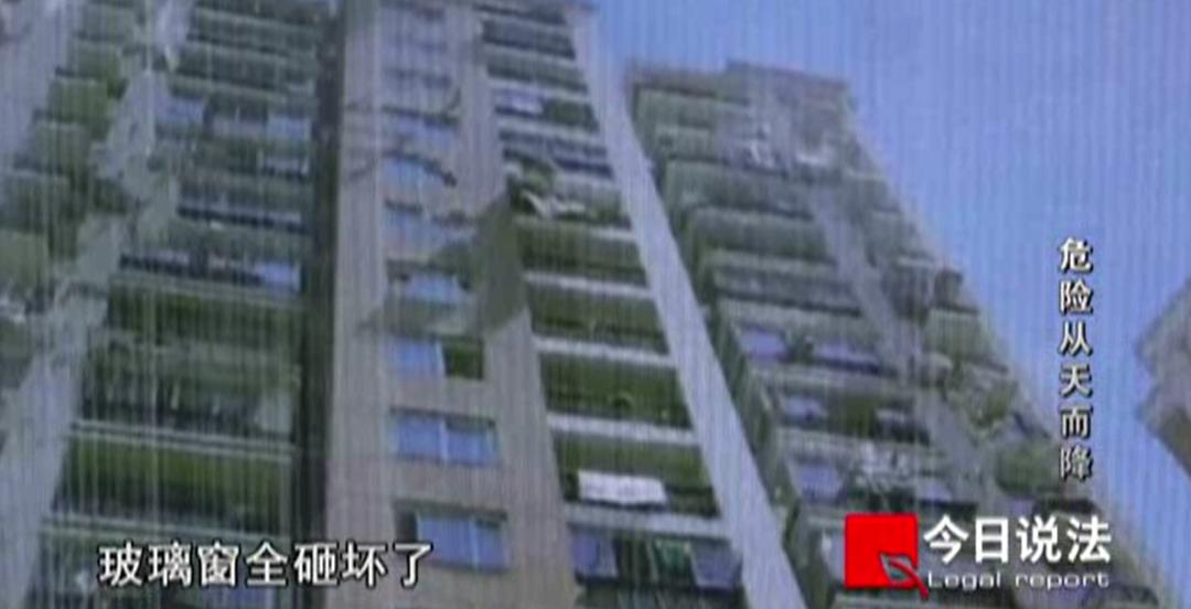 从14楼扔手机扔平板电脑扔水果刀,就算没伤到人也要被判刑!