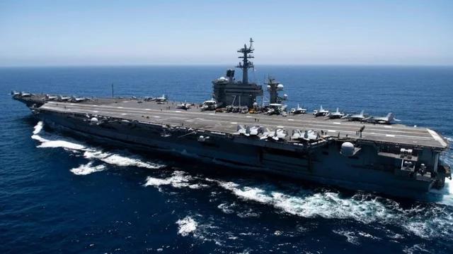 """美国""""罗斯福""""号航母一水手失踪 海军正在寻找"""
