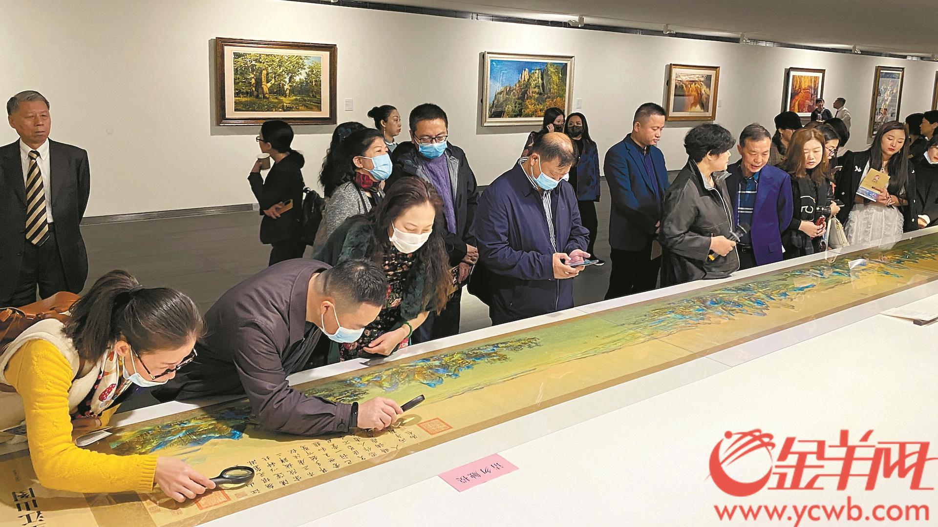 巨幅苏绣作品《千里江山图》亮相广州