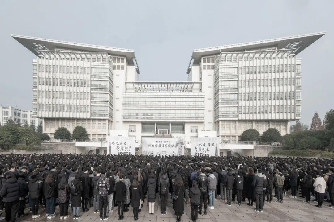 南师大举行南京大屠杀死难者国家公祭日悼念活动图片